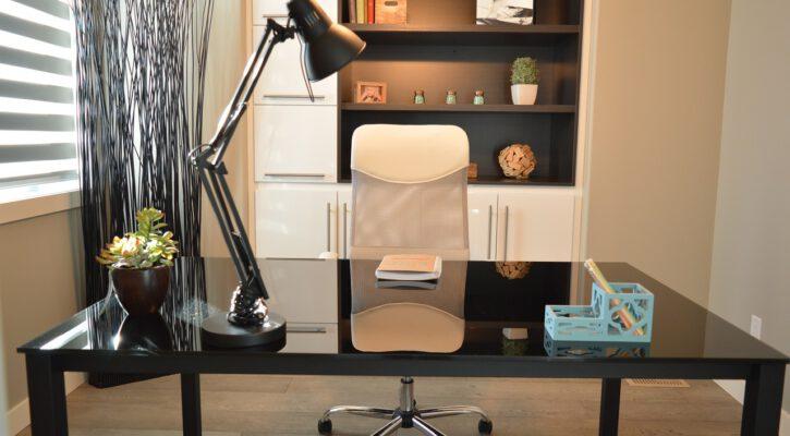 Neobvyklé materiály kancelářského nábytku
