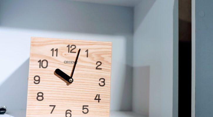 kancelářské hodiny