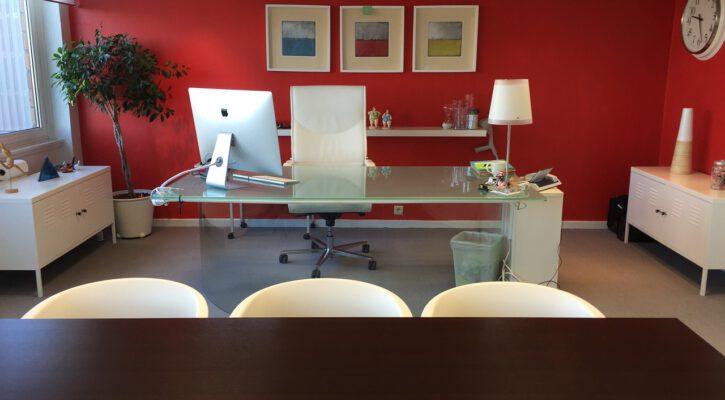 červená kancelář